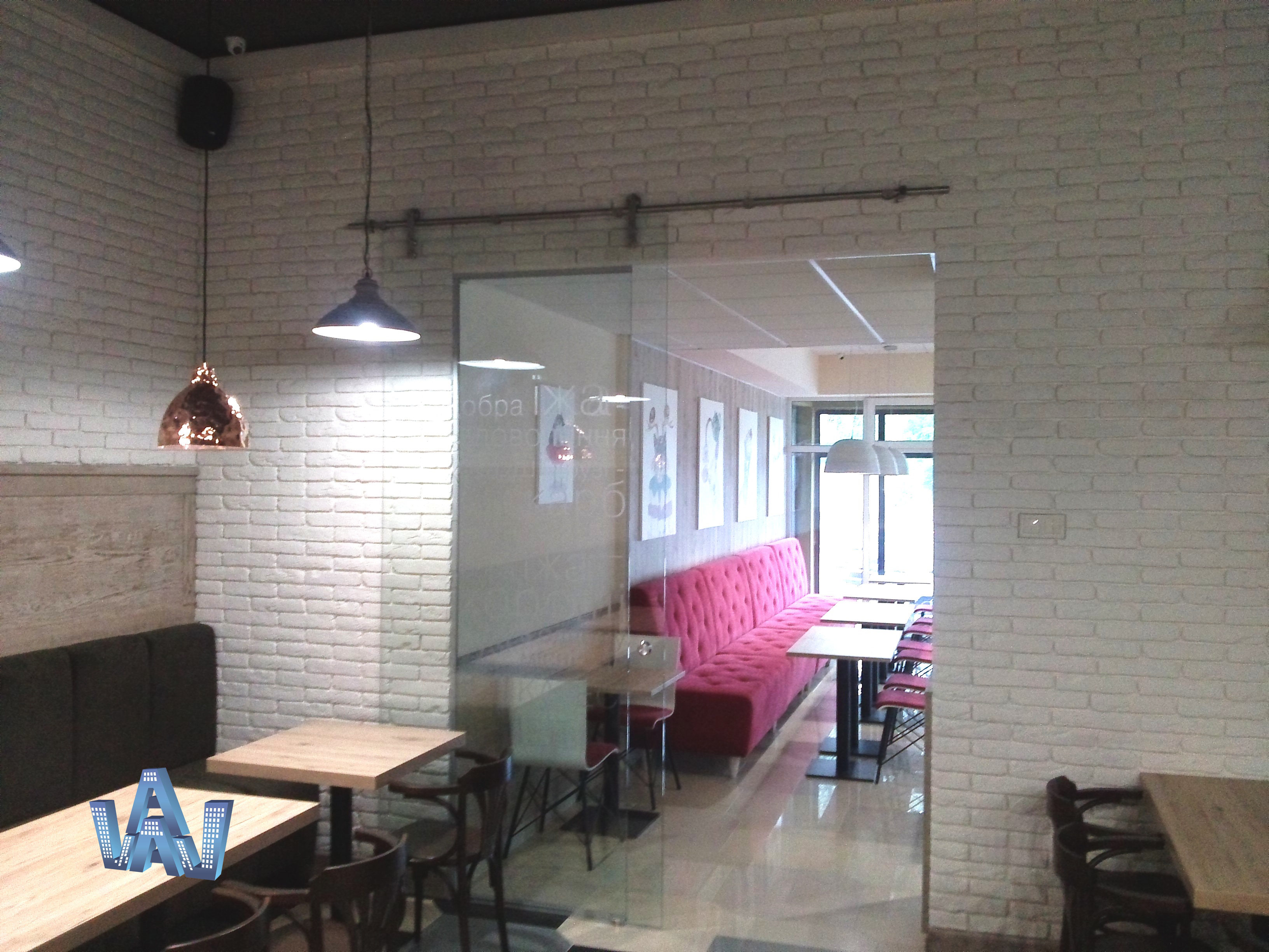 стеклянные маятниковые и раздвижные двери