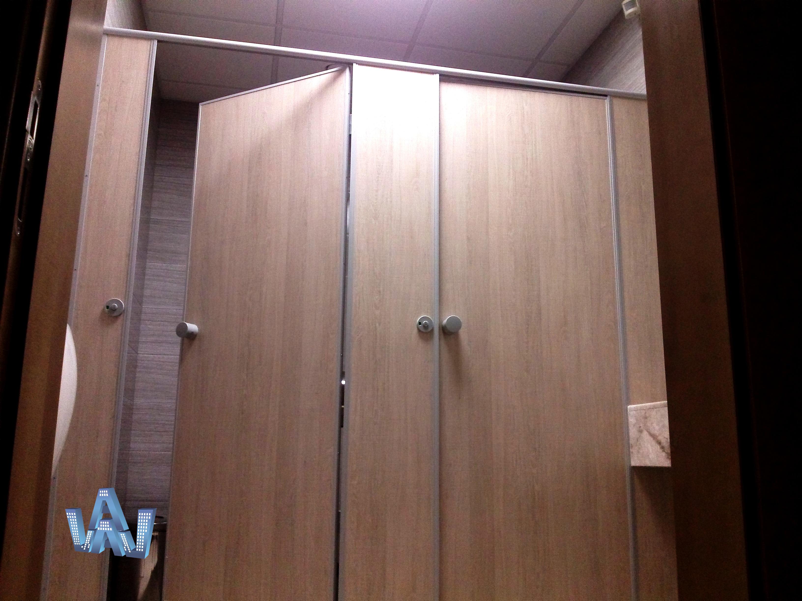 Туалетные перегородки из ЛДСП туалетные кабины